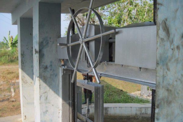 proyek pintu air dam di colo barat