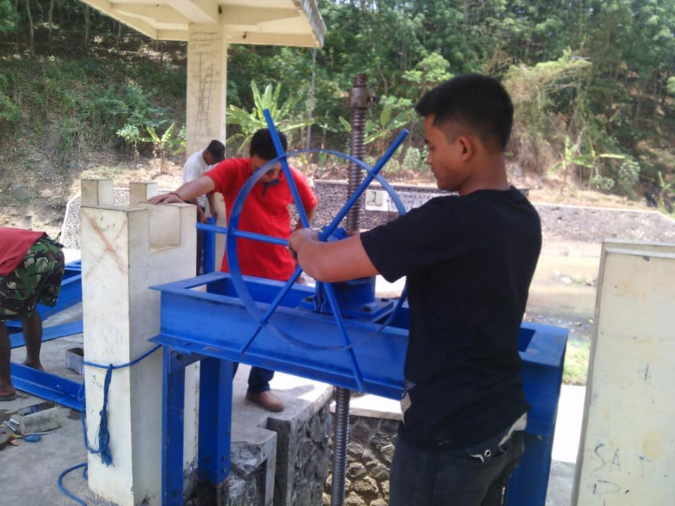 proyek pintu air karanglo