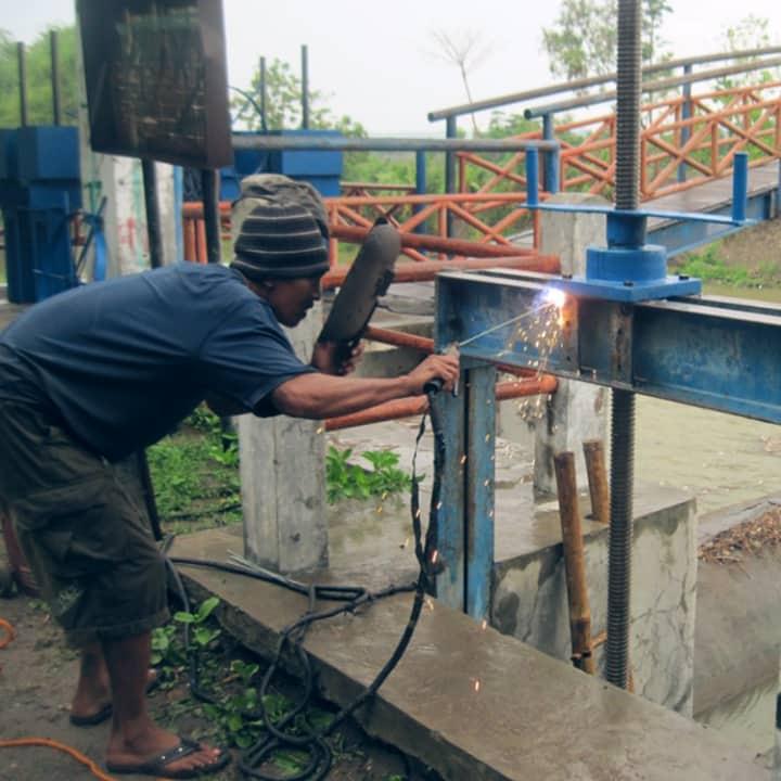 jasa perbaikan pintu air irigasi